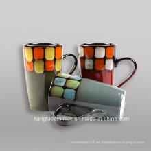 Grabado en relieve en color y pintura a mano gres taza