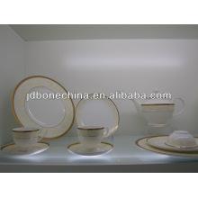 Ensemble de dîner en porcelaine à table de vaisselle en coton Wedgwood 2015 embossé en or