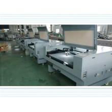 Lasergravur- und Schneidemaschine ein Acrylholzplankenpapier