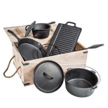 6 peças de utensílios de ferro fundido em caixa de madeira