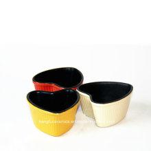 Custom Color Glazed Heart Shape Ceramic Bakeware Cake Mould