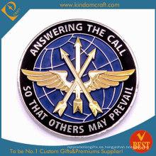 Moneda de recuerdo personalizada de halcón con flechas