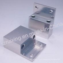 Часть CNC подвергая механической обработке для алюминиевого блока