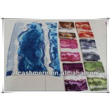 Diversos colores de la pintura abstracta que imprime los chales suaves de la cachemira