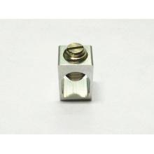 Токарные и фрезерные детали Квадратный алюминиевый профиль Крестовой шлиц с прорезью