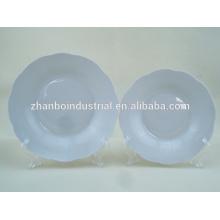 """8 """"assiette en forme de fleur de porcelaine blanche"""