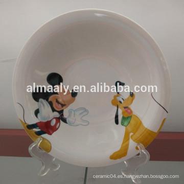 placa profunda de cerámica blanca con diseño especial