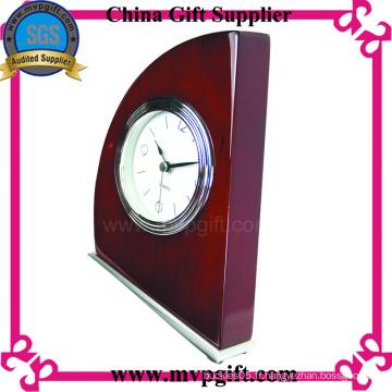 Horloge en bois personnalisée avec design de mode