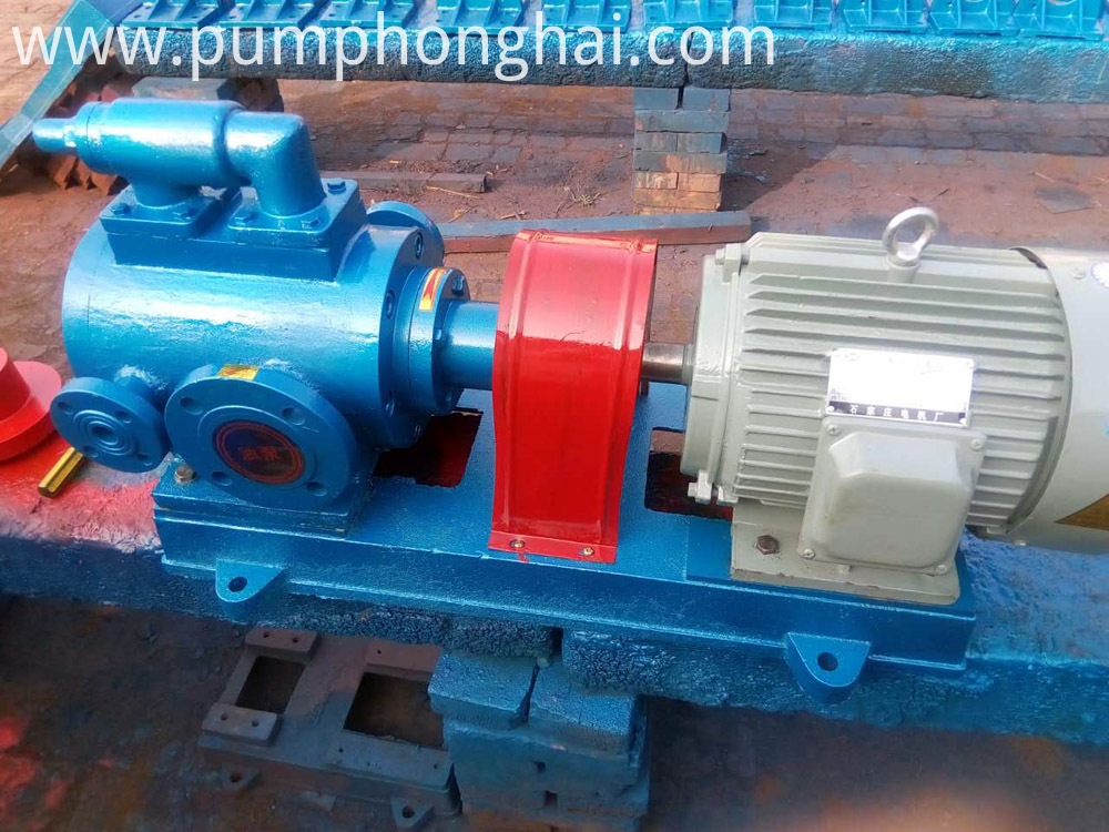 Thermal insulation bitumen pump