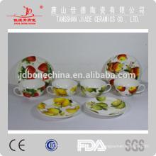 Tasse à la porcelaine céramique en porcelaine à base de porc à café avec couvercle et soucoupe