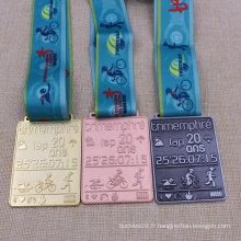 Médaille adaptée aux besoins du client de recyclage en métal de course de natation en métal de triathlon
