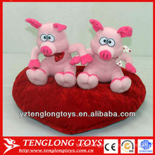 Stuffed couple plush heart pigs for valentine gifts