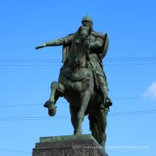 Hochwertiger lebensgroßer Ritter auf Pferdeskulptur