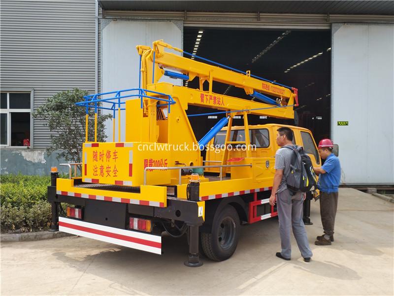 overhead working truck 2
