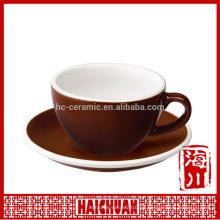 Nuevo vaso y platillo de cerámica con borde de color