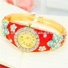 Nova chegada de moda luxuosa strass flor pulseira relógio para as mulheres B079