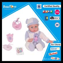 Boneca eletrônica bonita com fralda do bebê