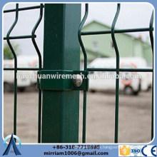 3,8 / 4,0 mm recubrimiento de poliéster doblado valla de malla de alambre soldado