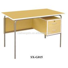 Büro / Schreibtisch mit Stahlfüßen und MDF-Board