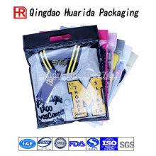Sacs à provisions en plastique faits sur commande de sac de cadeau de modèle de logo avec le sac en plastique d'emballage de vêtements de poignée