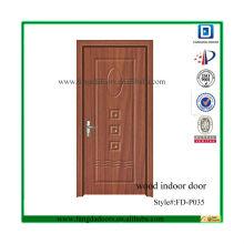 выбитый классический деревянная крытая дверь