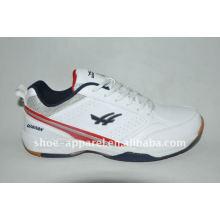 Las últimas zapatillas de deporte de los deportes del hombre de China