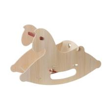 Natural brinquedo do cavalo balançando do bebê