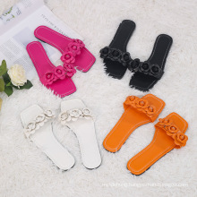 PU Material Women′ S Shoes Flowers Beach Flat Ladies Sandals and Slippers