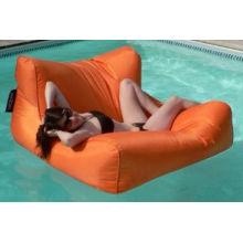 Lit de repos à la piscine
