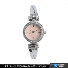 Shinning las mujeres del reloj de la contraportada del acero inoxidable de las piedras, niquelan el envío libre plateado del color de la plata del reloj
