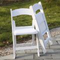 École secondaire rembourrée célébrant une chaise pliante