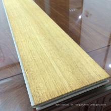 Parquet de PVC y suelo de madera reconstituida con capa superior de madera