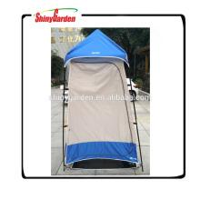 Zelt des Dachspitzenzeltes poppt kampierendes Duschzelt des Umkleideraums