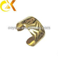 El brazalete de moda de acero inoxidable con chapado de oro
