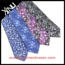 Blume mit verschiedenen Seide Neckti