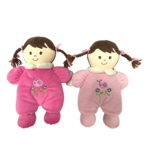 Muñeca de peluche niña