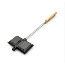 Tarte en fonte avec poignées en acier et bois