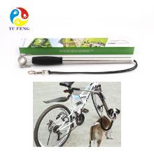 Собака ведет набор велосипед (большой элемент со значением & безопасности для всех велосипедистов)