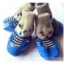 Les chaussettes chaudes de chien d'animal familier de vente mettent en forme les nouvelles chaussettes à la mode d'animal familier de conception