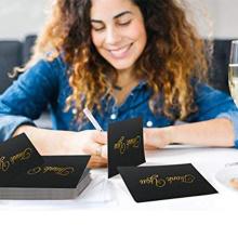A folha de ouro de papel de embalagem preta dos cartões de nota do volume gravou o cartão do convite do casamento / agradece-lhe cardar