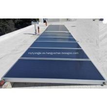 Colector solar de panel plano para calentamiento de agua caliente.