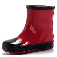Черные и красные детские резиновые сапоги дождь