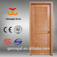 Puertas interiores con persianas de madera maciza pintadas