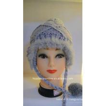 Chapeaux tricotés avec boucle d'oreille et pompon