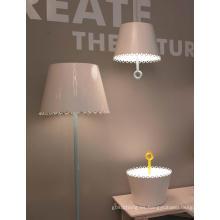 Nuevo estilo blanco E27 lámpara de mesa de metal moderno (MT21158-3-400)