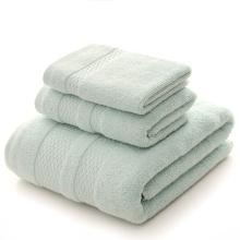 As toalhas de banho verdes da hortelã ajustaram toalhas de banho desproporcionados