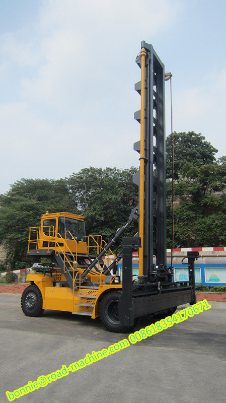 container reach stacker 01