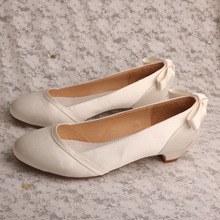 Tumit Kecil Slip-on Wedge Heel Ukuran 4 Satin Putih
