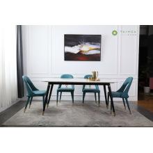 Salle à manger avec dessus en marbre et cadre en métal