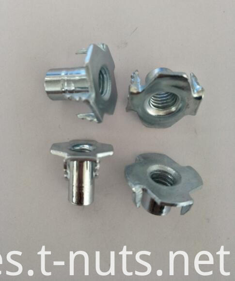 4 Prongs Furniture T-Nuts M5x8